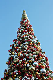 When Do Christmas Decorations Go Up At Disneyland Tips For Navigating Holiday Crowds At Disneyland