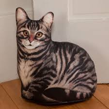 brown tabby cat doorstop sturbridge yankee workshop