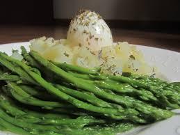cuisiner asperge recette d asperges sauvages et oeuf au nid