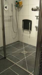 siège de handicapé adapté pour handicapé en fauteuil roulant salle de bain
