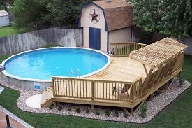 petite piscine enterree comment embellir une piscine hors sol ou semi enterrée 20 idées