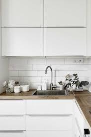cuisine laquee cuisine blanche plan de travail gris 2017 avec laquee bois newsindo co