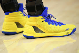 stephen curry signs shoes kid complex