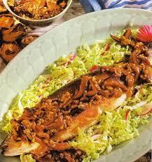 cuisiner un bar entier recette bar loup de mer frit entier au soja et au gingembre