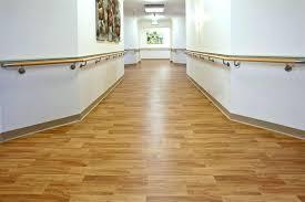 Vinyl Flooring Vs Laminate Flooring Linoleum Vinyl Flooring That Looks Like Woodwood Plank Style Barn
