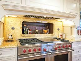 armoire rangement cuisine design interieur dosseret de cuisine couleur jaune four armoire
