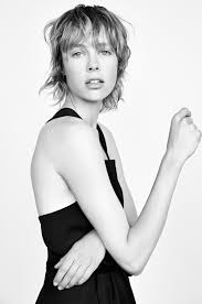 edie campbell with a short shaggy haircut hair beauty model