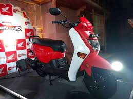honda cbr150r mileage on road new honda cliq 110 cc scooter launched price specs features