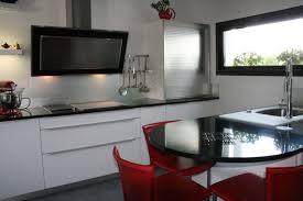 cuisine blanche avec plan de travail noir plan de travail pour cuisine blanche great suprieur cuisine