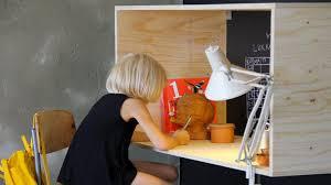 fabrication d un bureau en bois fabriquer un bureau en bois pour enfant hyper sympa diy