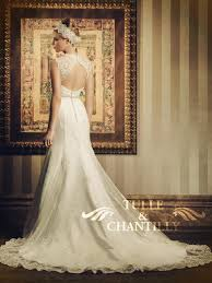 choose a mermaid wedding gown to complete your bridal appearance