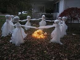 Skeleton Halloween Yard Decoration by Cool Diy Halloween Decorations 35 Ghosts Skeletons And Skulls