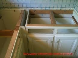 meuble cuisine a poser sur plan de travail fixer plan de travail sur meuble installer plan travail cuisine