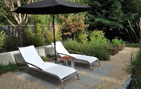 How To Make A Pea Gravel Patio Mix Pea Gravel Patio With Pavers To Delineate An Outdoor Lounge