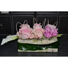 composition florale avec des roses composition florale callas et roses livraison ponthion