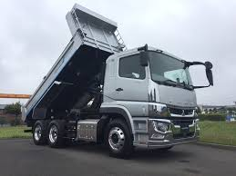 daimler trucks takes on japanese market with new fuso truck