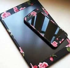 Les Accessoires Les Plus Geeks Et Iphone Black Pink Floral Technology Jewellery Techno