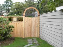 Small Backyard Fence Ideas Wood Fence Design Backyard Wood Fence Design Fea Some Collections