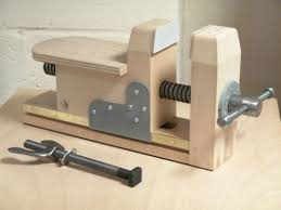 Woodworking Bench Vise by Woodcarving Chops By Tiranti Google Search Serre Et Pressoir