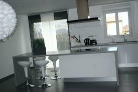 cuisine blanche carrelage gris deco cuisine industriel inspirant emejing carrelage gris mur beige