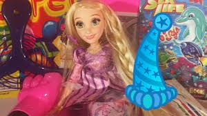 rapunzel had a wacky tacky birthday party u0026 opens her party goodie