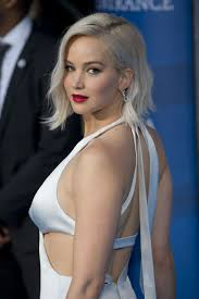 can jennifer lawrence u0027s hair defy the laws of space and time