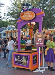 guide to mickey s not so scary halloween party 2017 best 25