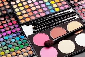 5 eyeshadow palettes that makeup beginners need