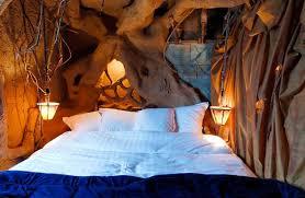 chambre dans un arbre 15 endroits aussi insolites que magiques dans lesquels vous