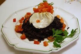 cuisine avec du riz risotto de riz noir de camargue aux cèpes avec cabillaud de