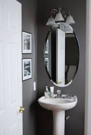 ideas to decorate a small bathroom to make it look bigger with