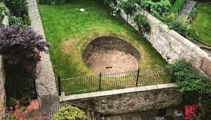 someone has built a road hole bunker in their backyard and it u0027s