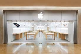 apple store at northbrook court in chicago area moving this