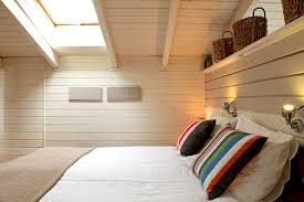 chambre avec lambris blanc chambre avec lambris bois simplement simple chambre avec lambris