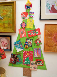 how to make a christmas tree corkboard to display greeting cards