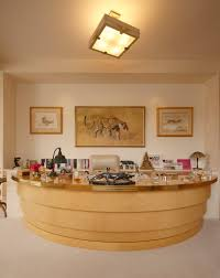 Collins Office Furniture by Jackie Collins U0027 Glamorous Art And Jewelry Hits Auction Galerie