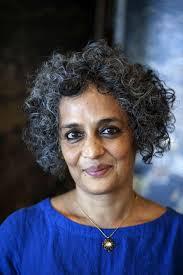 arundhati roy u201cte obligan a elegir entre ser escritor o tener
