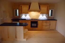 harmonie cuisine harmonie de bois clair dans cette cuisine déco