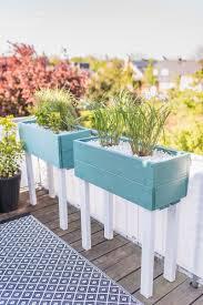 sichtschutz balkon holz diy pflanzkübel als sichtschutz für den balkon leelah