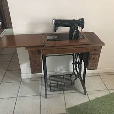Singer Sewing Machine Desk Vintage And Antique Singer Sewing Machines Collectors Weekly