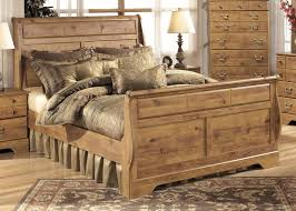 Cottage Pine Furniture by Bittersweet Cottage Pine Grain Wood 2pc Bedroom Set W King Sleigh