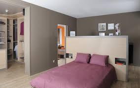 chambre avec tete de lit tête de lit sur mesure avec des niches encastrées du temps