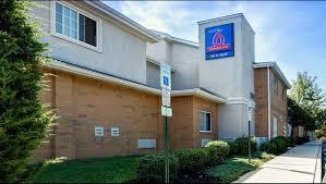 Hotels Near Six Flags Great Adventure Studio 6 East Brunswick Nyc Area Hotel In East Brunswick Nj