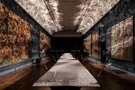 benjamin hubert braun set an immersive foil morphing lights