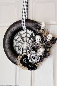 Halloween Diy Decorations by 30 Diy Halloween Wreaths How To Make Halloween Door Decorations