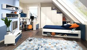kinderzimmer mit schräge dachgeschoss modern gestalten junge design kleines jugendzimmer