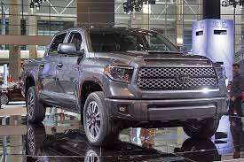 toyota tundra cer top reved 2018 toyota tundra debuts in chicago trucks com