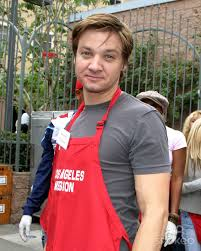 renner help to serve thanksgiving dinner to the