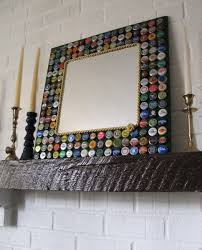 obiecte handmade rama oglinda handmade decorata cu capace metalice reciclate