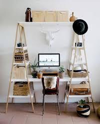 comment faire un bureau bureau à réaliser avec des échelles en bois deco cool